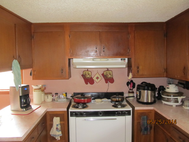 Kitchen Remodel Before (Stove)